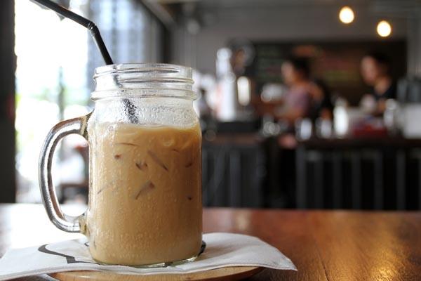 Kahvijuomaa lasipurkissa
